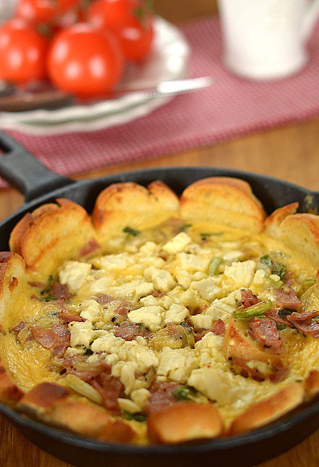 Śniadaniowa+tarta+z+bułek+i+jajek:+Nudzi+Cię+tradycyjna+jajecznica+lub+omlet?+Jajka+na+miękko+lub+twardo?+A+lubisz...