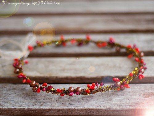 jemná tiara ve vánočních barvách