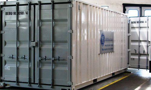 Container posizionato all'interno del nostro capannone. Particolare doppie porte