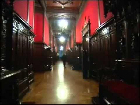 """Documentaire """"Les escadrons de la mort: L'École Francaise"""" qui explique les techniques utilisé par les gouvernements pendant les Guerres Civiles."""