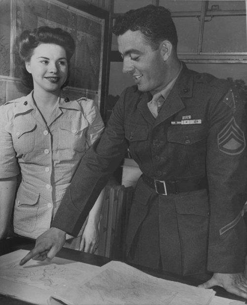Platoon Sergeant John Basilone and Corporal Margaret Beenworth at a US Marine Corps Headquarters office, Washington DC, United States, September 1943. http://wrhstol.com/2yxcYvD