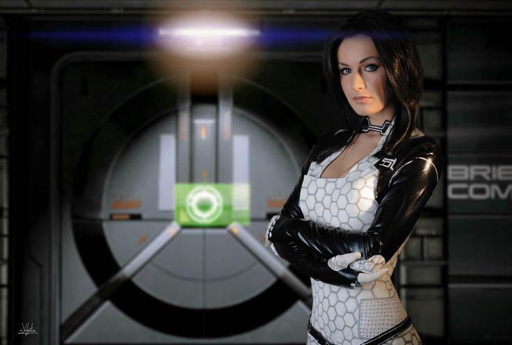 Cosplay Miranda Mass Effect 2, by Maria Hanna