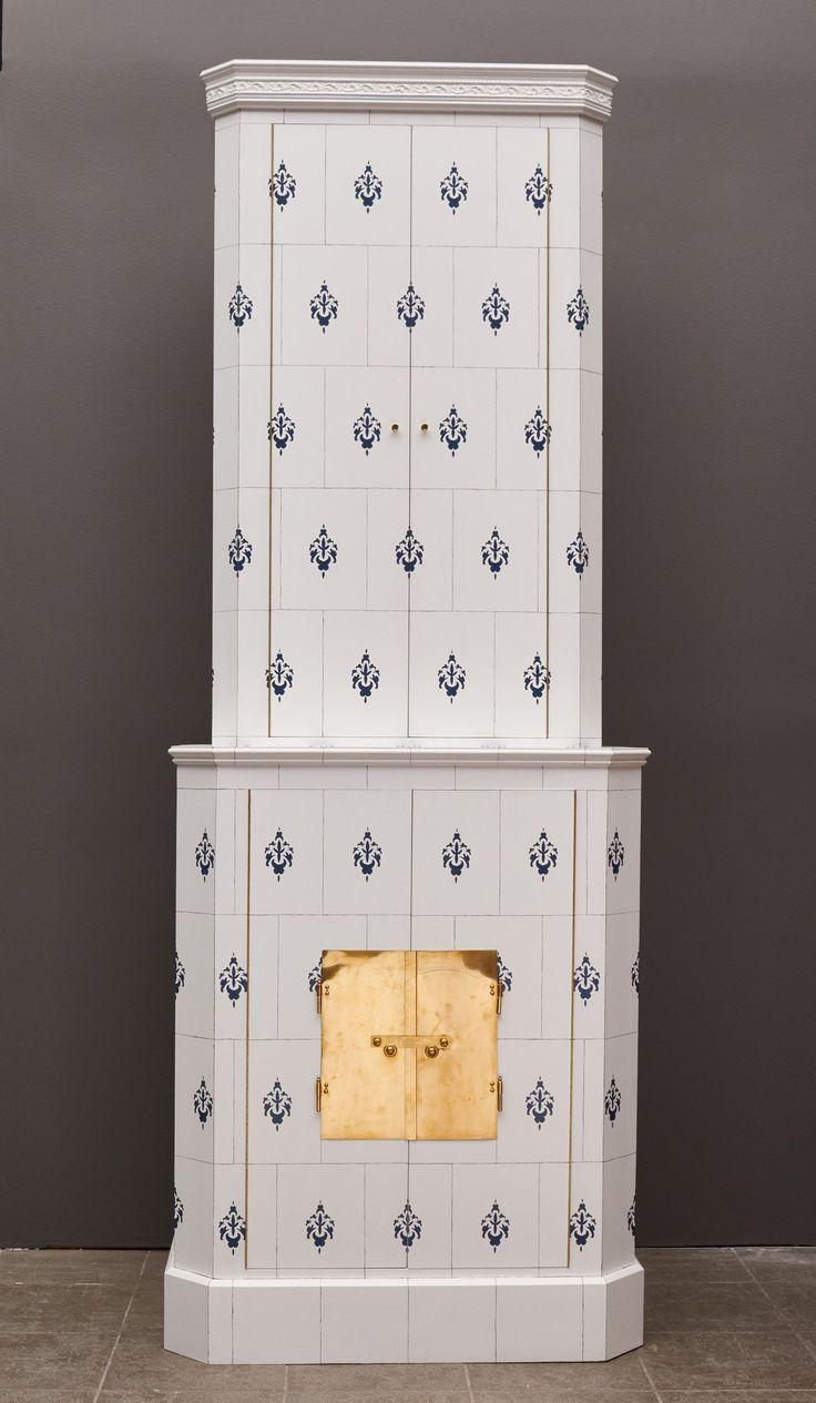 Kakelugnsskåp, Bemålat, längd: 83 cm, djup: 47 cm, höjd: 223 cm