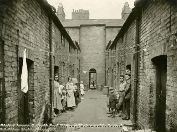 Parr's Yard, Finkill Street clearance area, c.1931. This yard is much narrower and darker than Lewis Square, and the houses are smaller. The way out to the main street can be seen in the centre of the photograph. Finkhill Street was between the Narrow Marsh area and Nottingham Castle, roughly at the bottom end of the present-day Maid Marion Way.