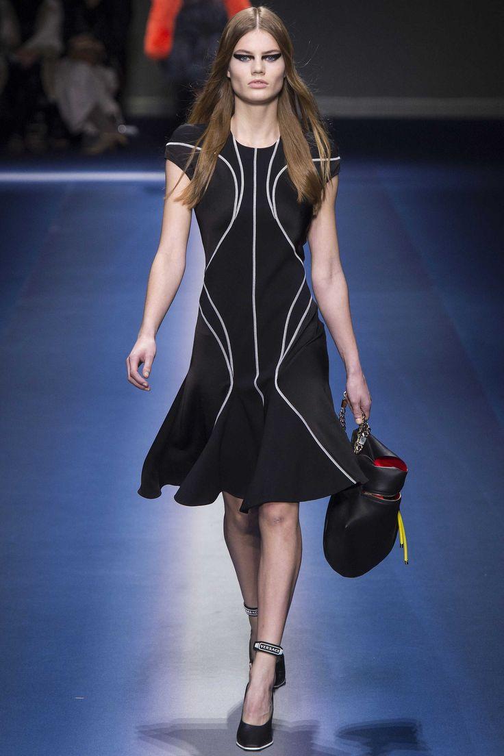 Versace Fall 2017 Ready-to-Wear, http://mmoda.net/versace-fall-2017-ready-to-wear/,  #2017 #AdwoaAboah #AidenCurtiss #AiraFerreira #AmberValletta #AngelRutledge #AnjaRubik #AnnaEwers #BehatiPrinsloo #BellaHadid #BinxWalton #BirgitKos #CamilleHurel #CaraTaylor #CatherineMcNeil #CelineBouly #ChaneHusselmann #donatellaversace #EllenRosa #EmmArruda #fall #Faretta #GigiHadid #GiuliaMaenza...