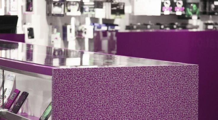 French mobile network chain Phoneo used Formica® High Pressure Laminate (HPL) for the interior fit out of its new boutique situated in the Paris Nord shopping centre (France)