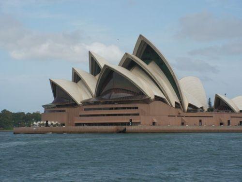 The Opera House in Sydney vanaf de veerboot gezien. Camperreis Down Under/Australië. 2005.