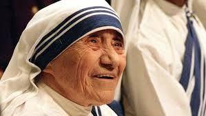 அன்னை தெரேசா  அன்னை தெரேசா ('Mother Teresa, ஆகத்து 26, 1910 - செப்டம்பர் 5, 1997), அல்பேனியா நாட்டைப் பூர்வீகமாகக் கொண்டவரும்[1] இந்தியக் குடியுரிமை பெற்ற உரோமன் கத்தோலிக்க அருட்சகோதரியும் ஆவார். இவரின் இயற்பெயர் ஆக்னஸ் கோன்ஜா போஜாஜியூ ஆகும். 1950 ஆம் ஆண்டு, இந்தியாவின் கொல்கத்தாவில் பிறர் அன்பின் பணியாளர் என்ற கத்தோலிக்க துறவற சபையினை நிறுவினார். நாற்பத்தைந்து வருடங்களுக்கு மேலாக ஏழைஎளியோர்களுக்கும், நோய்வாய்ப்பட்டோருக்கும், அனாதைகளுக்கும், இறக்கும் தருவாயிலிருப்போருக்கும் தொண்டாற்றியவர்…