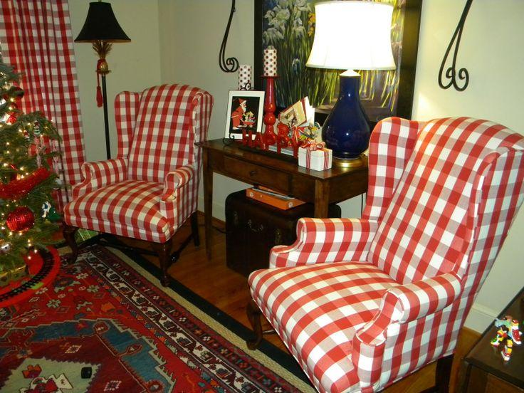 красный и белый проверили стулья | Все ее виньеток являются праздничными и каждое пространство украшено для ...