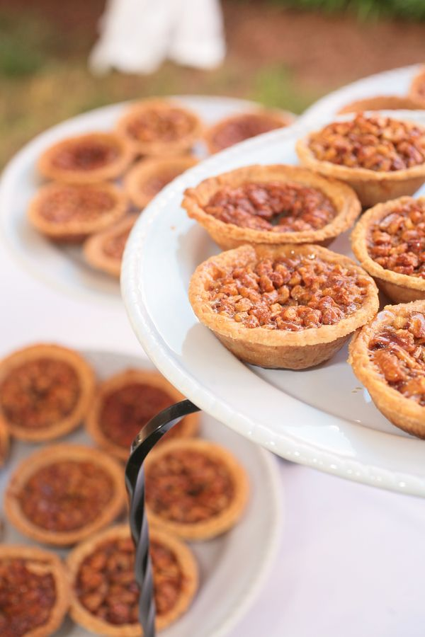 mini pecan pies #southern #wedding {ZoomWorks Photography}