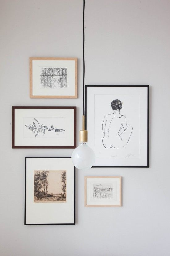 minimal lines, perfect picture gallery idea with frames in different colours :