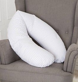 Dieses Stillkissen ist eine echte Erleichterung während der Schwangerschaft und der Stillzeit. Während der Schwangerschaft unterstützt es Euch eine gemütliche Schlafposition zu finden, beim Stillen bietet es Komfort für Euch und Euer Baby.  #stillkissen #puckdaddy #oekotex #baumwolle #baby