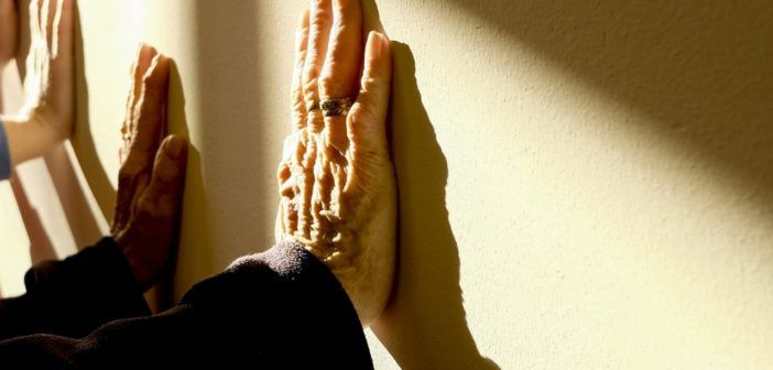 Parkinsonova choroba, ALS a ketony. Zajímavý článek popisující úspěchy s léčbou Parkinsonovi choroby. Já bych z logiky věci ještě doporučil dlouhodobé omezení špatných tuků (PUFA), zbavení těla železa (to je to co dělá oxidační stres), dlouhodobé cílené a správným způsobem vedené doplňování mědi a selenu (to je to co dělá tělu vlastní antioxidační činidla SOD a GLUTATHION) a doplňování velmi silných přírodních antioxidantů.