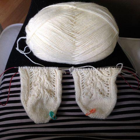 VARPAISTA VARTEEN OHJE ***** Netti on pullollaan ohjeita villasukkien neulomisesta varpaista varteen Magic Loop -tekniikalla, mutta haluan kirjata ylös oman, tällä hetkellä vakiintuneen tavan. Olen kokeillut useita aloitustapo...
