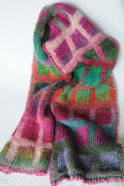 Love this scarf! Free ravelry pattern