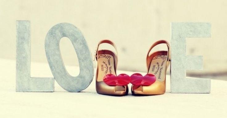 Le scarpe giuste per San Valentino? Con cuori e fiocchi!