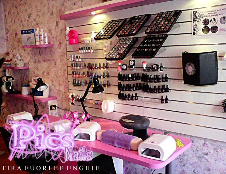 Pics Nails Lodi è il Salone affiliato Pics Nails in Lombardia! In questo scatto un angolo del Centro, con una delle postazioni di lavoro.