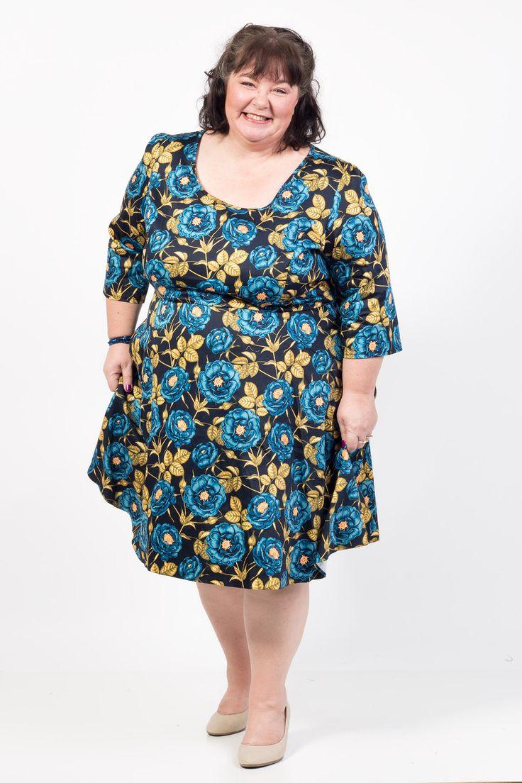 Lækre Kjole med smukke blå roser og halv lange ærmer 50 Modetøj til Damer til hverdag og fest