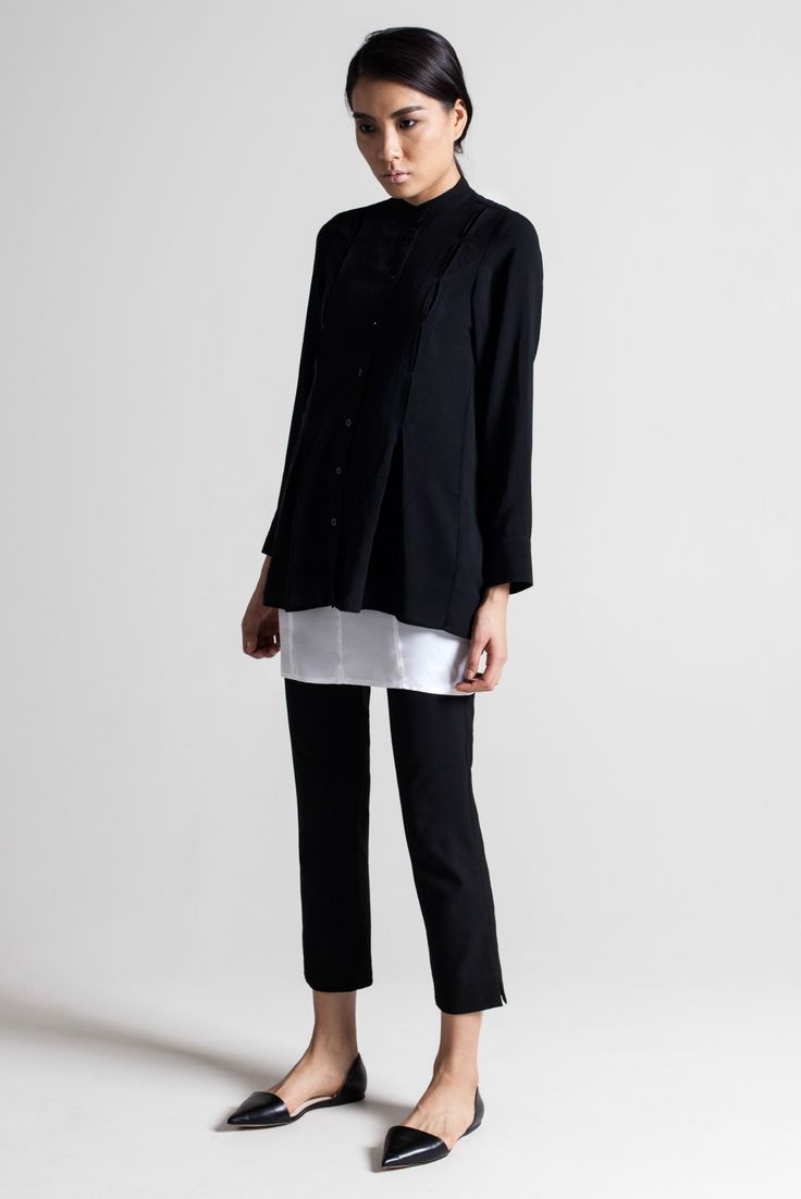 Minimalist and chic cropped trouser. - Latest trends and fashion advice at www.littlepinkmoto.com