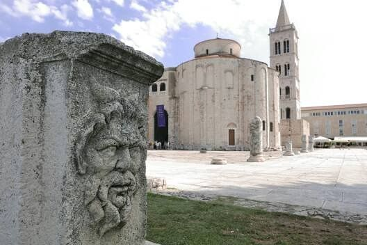 Prachtige oude stad: Zadar. Kerk uit negende eeuw!  #photography #travelphotography #fotografie #canonnederland #canon_photos #panasonic #travelling  #reizen #reisjournalist #travelwriter #fotoworkshop #willemlaros.nl #reisfotografie #tw #fb #treinreiswinkel #moto73 #suzuki #v-strom #MySuzuki #motorbike #motorfiets #herzegovinalodges #lovecroatia #mijn_slovenie #bosnie #mijnslovenie