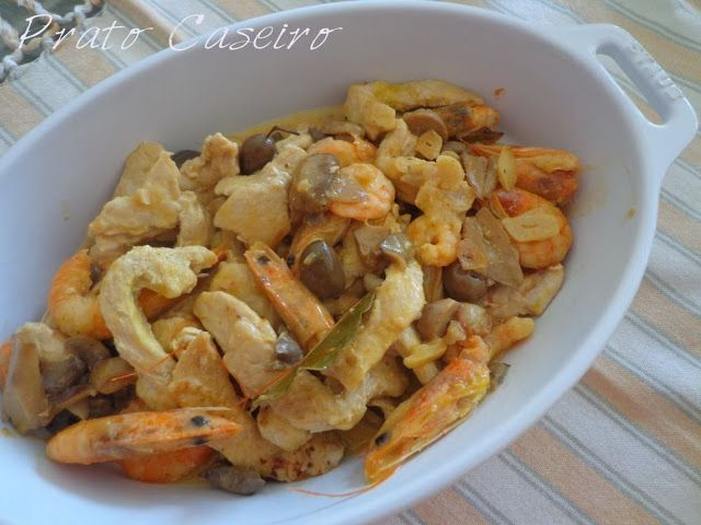 Prato Caseiro: Tiras de bifes de peru com camarões e cogumelos co...