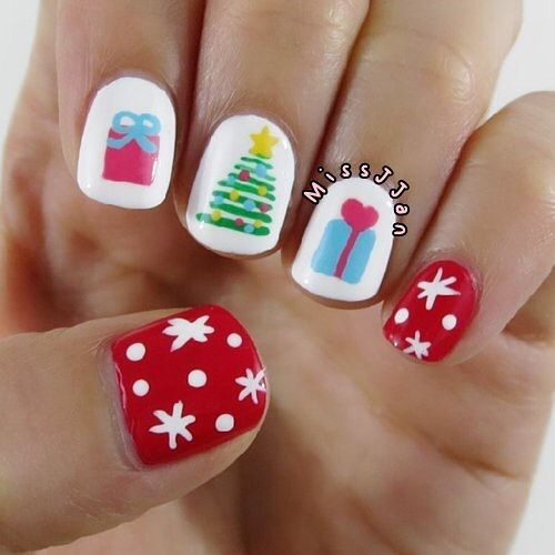 Have yourself a merry little Christmas tree...    Christmas Tree & Presents Nail Art >>> youtu.be/d04bMr-rD6o