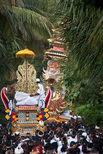 Ceremony on Bali ❀  Bali Floating Leaf Eco-Retreat ❀ http://balifloatingleaf.com ❀