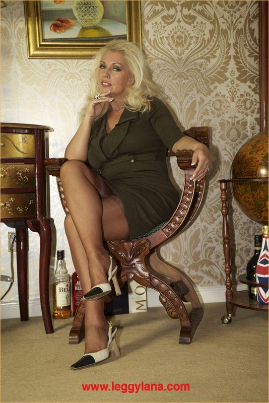 Lana Cox Leggy 42