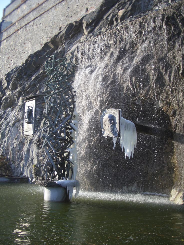 monumento per Camillo olivetti