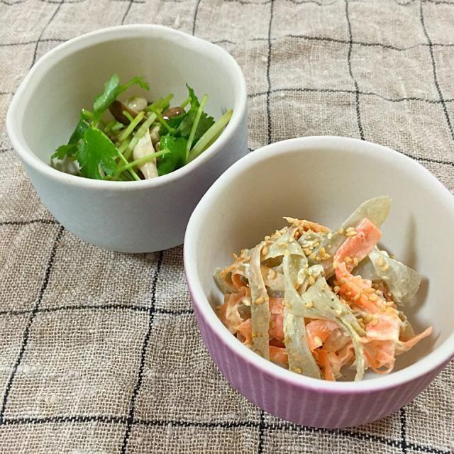 常備菜を2つ作りました。 しめじは三つ葉と柚子七味でサッパリ。 ごぼうと人参はマヨで! - 91件のもぐもぐ - しめじと三つ葉の麺つゆ和え&ごぼうと人参のサラダ by atytutkt