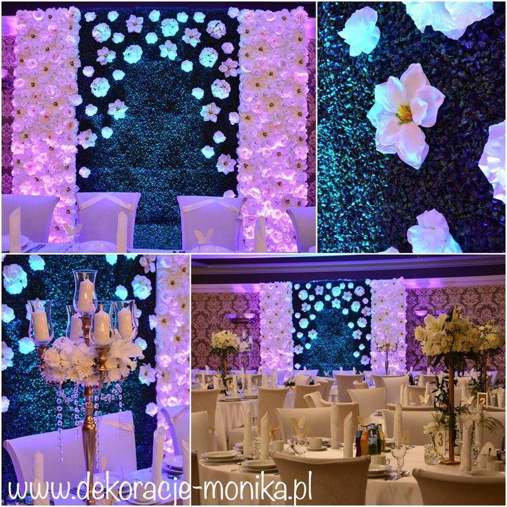 dekoracja sali Amazonka Zawada Pilicka sala złota.  Ściana kwiatowo bukszpanowa stworzyła piękne tło dla Pary Młodej na stole prezydialnym pięknie prezentowały się złote kandelabry z żywymi kwiatami, stoły gości z kompozycjami kwiatowymi na wysokim złotym stojaku dodatkowo udekorowanym ruskusem.