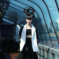 Бренд LOZNEVA представил свою новую коллекцию в Нью-Йорке в рамках J Spring Fashion Show. Показ прошел на плавающем подиуме посреди реки Гудзон. Темой осенне-зимней коллекции стал Центральный парк Нью-Йорка и его окрестности. Дизайнера вдохновлялась контрастом природы и мегаполиса, формами небоскребов и произведениями современного искусства.
