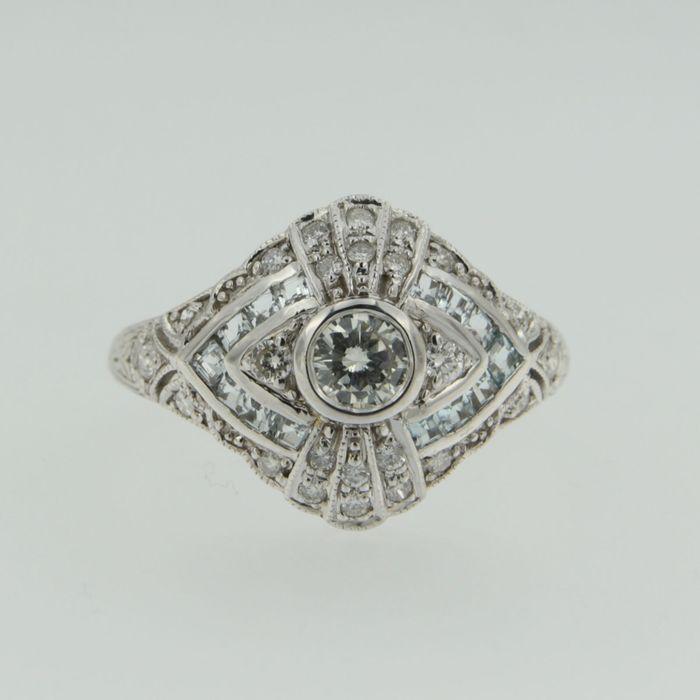 Online veilinghuis Catawiki: Witgouden ring in art deco stijl met blauwe topas en briljant geslepen diamanten