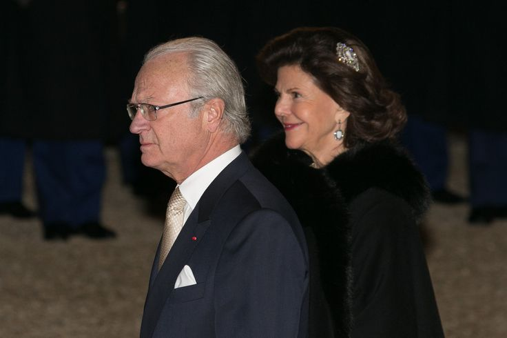 French President François Hollande welcomes King Carl-Gustav of Sweden and Queen Silvia of Sweden for a state dinner at the Elysee presidential palace, on December 2, 2014 in Paris, France.