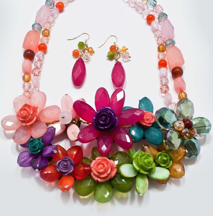 http://kareliafj.tictail.com/product/flower-necklace-earring-set