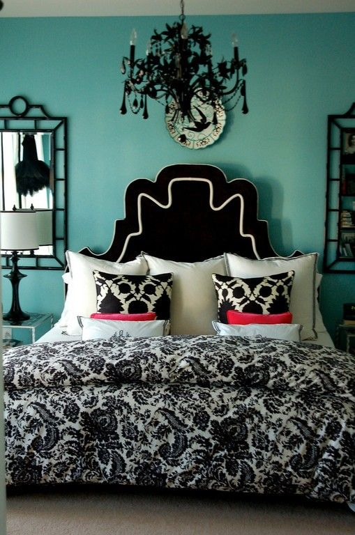 Great bedroom for a teen girl.