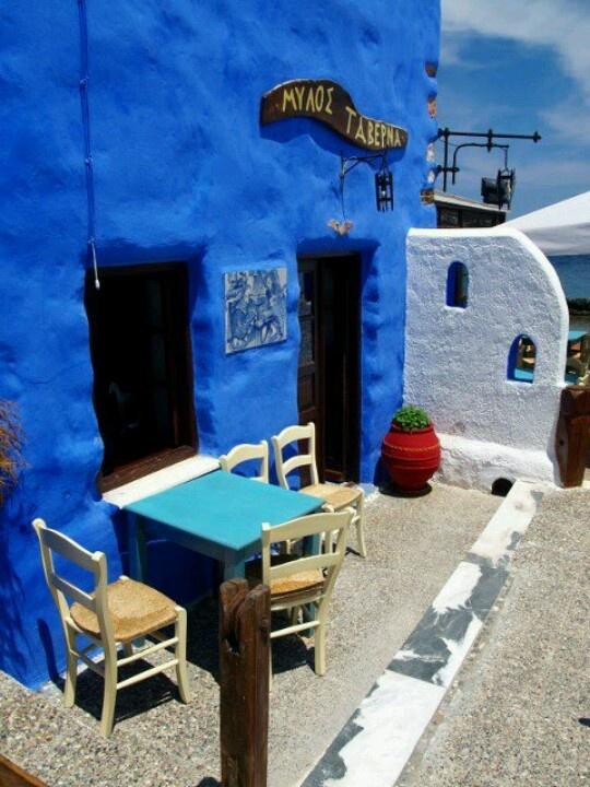 Charming taverna in Mylos Island, Greece  <3