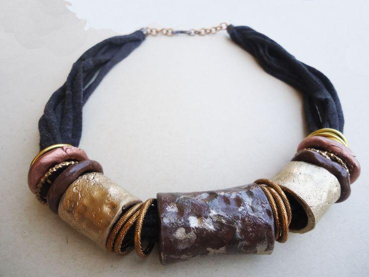 collana artigianale in argilla modellata e dipinta a mano...