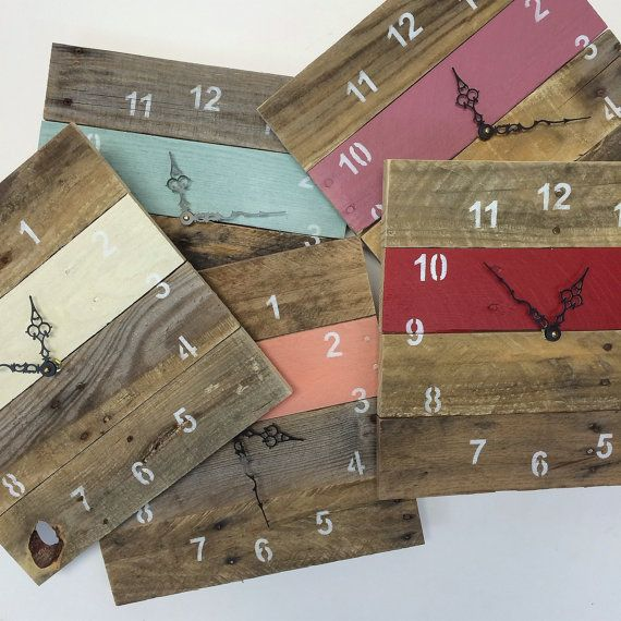 Reclaimed Pallet Wood Wall Clock Tropical por fieldtreasuredesigns