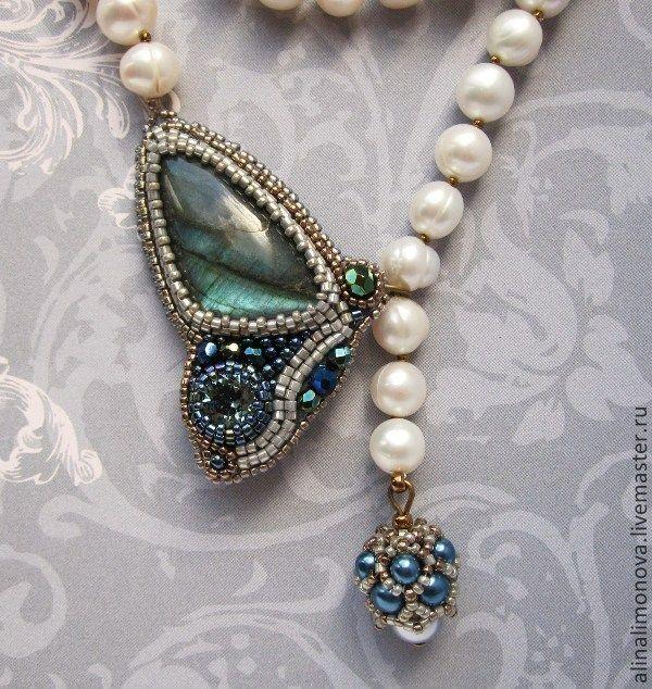 Жемчужные бусы с мотыльком Indian sapphire - серый,синий,сине-зеленый