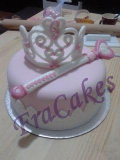 Torta compleanno greta   Ecco una tortina per festeggiare gli 8 anni della piccola Greta.. Una corona e uno scettro per una vera principessa..