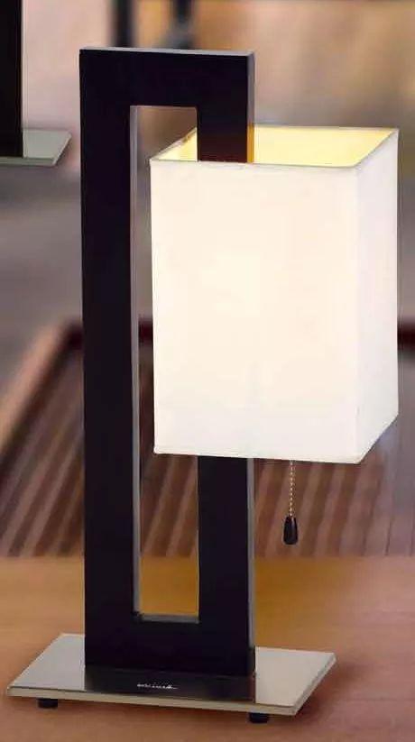 lampara de mesa, base de madera, pantalla tela 28cmx52cm lt