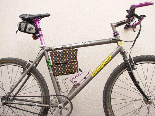 Biciclette pranzo al sacco da L. Marie, via Flickr