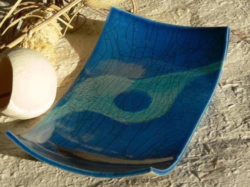 Piatto raku rettangolare blu persia con decorazione azzurra - NonSoloRaku.net