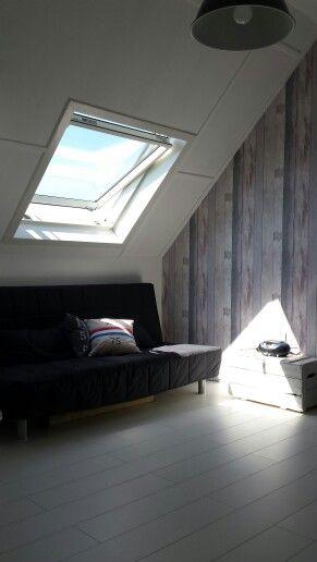 Behang met steigerhout motief  Zolderkamer  Pinterest