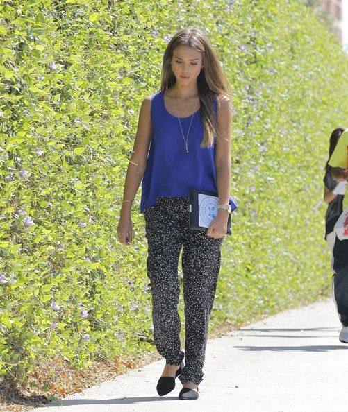 September 03 - Out in Brentwood - 002 - Jessica Alba Photo Gallery