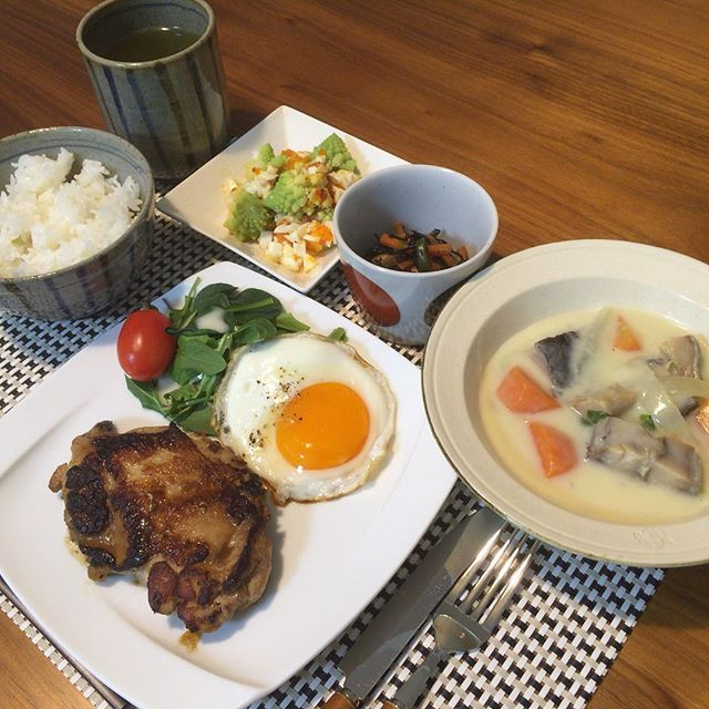 keeko0829チキングリルと鮭のポタージュをいただきました。  とてもおいしかったです。  ごちそうさまでした。  Grilled chicken and salmon potage were so yummy‼︎ #鮭浓汤  #浓汤  #鮭  #ポタージュ  #鮭のポタージュ  #チキングリル  #チキン  #chicken  #Grill  #Grilled  #Grilledchicken  #手作り料理  #おうちごはん  #おうちご飯  #vegetable  #vegetables  #料理写真  #food #yummy #foodlovers #foodie  #foodoftheday #foodgasm #yum #tasty  #foodpic #foodpics  #savory  #instafood  #healthy