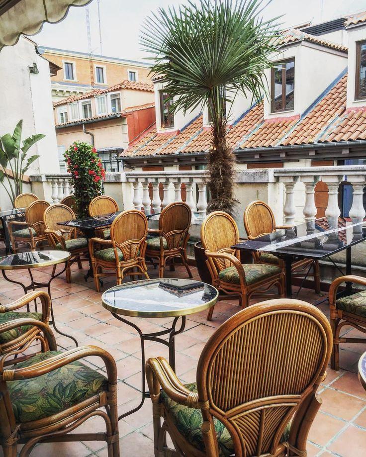 Y aquí la cocktelería y su terraza!! Esto se va petar en verano fijo!!! @elparacaidista.es