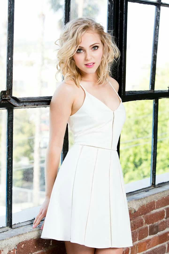 There are no words to explain why AnnaSophia Robb is the most gorgeous creature to ever walk the face of the Earth. Only pictures. Like this one. ❤❤❤❤❤