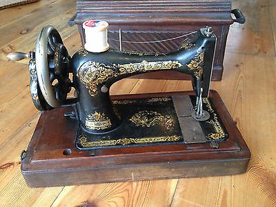Antique Singer Sewing Machine manufactured 40 beautiful with Mesmerizing Original Sewing Machine